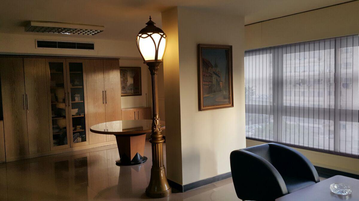 ekskluzywna latarnia, stylowa latarnia. oprawa LED, oświetlenie ogrodowe, oświetlenie rezydencji, lampy ogrodowe